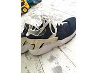 Size 6 Nike huruaches