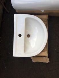 Victoria Plum sink and pedestal