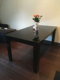 Brand new smart Manhattan table