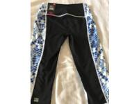 Victoria's Secret VSX Sport Blue Printed Crop sports / gym leggings - Size XS - new with tags
