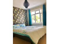 Double room near Rolls Royce, Aztec West and Cribbs Causeway. Only 2 mins from Gloucester Rd