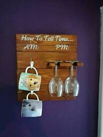 tell the time am pm wine glass holder