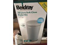 Beldray 30 litre soft close pedal bin - grey