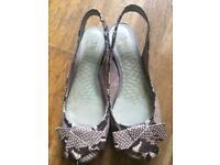 Clarks flat sandals size 6