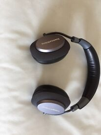 ABSOLUTE BARGAIN - BOWERS AND WILKINS BLUE TOOTH WIRELESS NOISE CANCELLING HEADPHONES