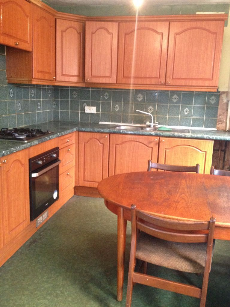 LARGE 4 BED HOUSE TO RENT IN EAST HAM! 5 MINS WALK TO EAST HAM STATION. CURRENTLY BEING REFURBISHED