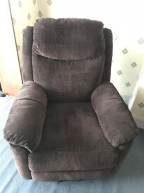 Electric Riser Chair (Evesham DM) in Chocolate