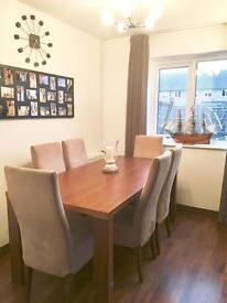 Solid oak Oak Dining table with 6 upholstered suede chairs