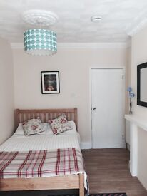 Double ensuite room available in a 5 bed house share, great location.