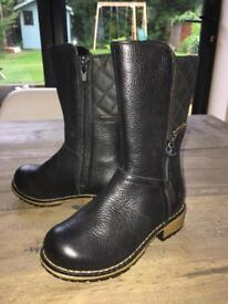 Clarks girls leather boots, size 7G