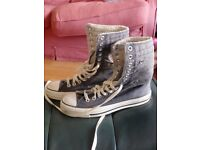 Converse Boots Lined Size 5 ( early 2000s purchased)