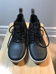 Tretorn winter boots size 8.5