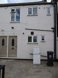 NEWLY REFURBISHED & EXCELLENT CONDITION TWO BED FLAT TO LET