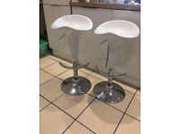 2x White bar stools