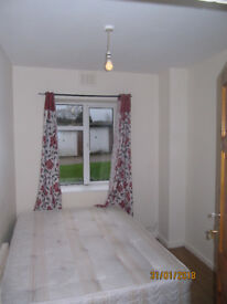 FANTASTIC 3 DOUBLE BEDROOM GROUND FLOOR FLAT HIGH ROAD N12 ONLY £1625 FIRST TO SEE WILL TAKE