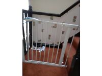 Lindam Easy Fit Plus Deluxe Tall Safety Gate