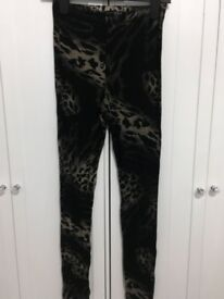 Women's leopard leggings