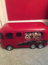 Bratz Rock Angel Bus + extras