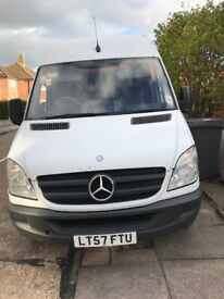 White Mercedes sprinter 2007