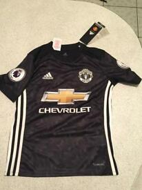 Brand Spanking New United Away Kit 9-10 yrs