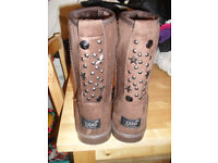brand new pair of fur lined boots without the box They are a size 6/7