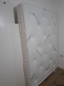 Memory Foam and Pocket Sprung mattress*as new* *£190*