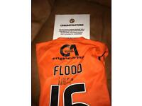 Dundee Utd.. Flood signed top + mascot package.