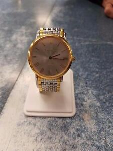 Magnifique montre de marque Samuel Bouki, model sapphire, en super état pour seulement 149.99$!!  (Z007770)