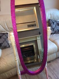 Free standing glitter mirror