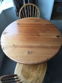 Dining table & 2 chairs in solid pine