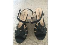 Shoes platform colour black size 6