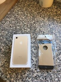 Iphone 7 32gb gold on o2 comes with a gold case immaculate condition on 02 network