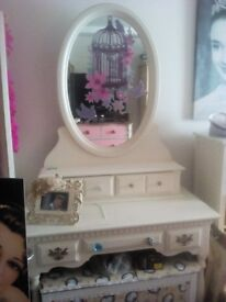 Gorgeous huge classy style dressing table