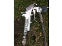Devilbiss kb2 conventional paint gun and pot complete in good working order.