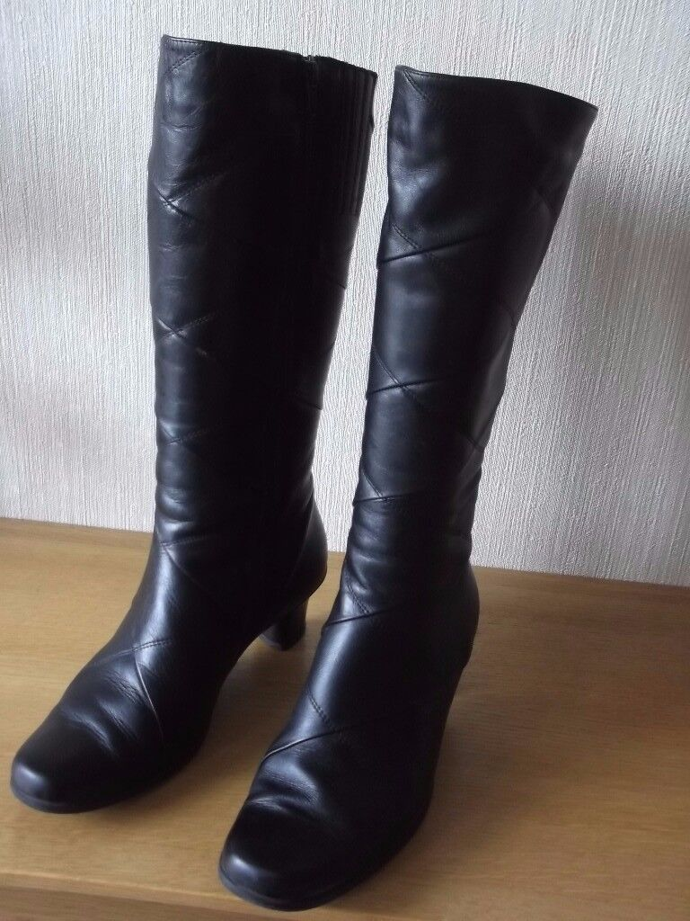 Womans High Boots size 6