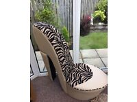 Trendy heel chair