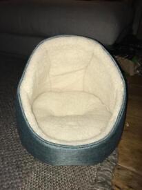 Small Cosy Cat Bed (Unused)