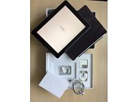 Ipad 2 16GB Wi-Fi (with charger, 2 cables, flip top cover and box)