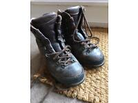 Berghaus leather hiking boots size 5