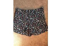 Flowery shorts size 6-8