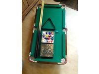 Mini snooker table