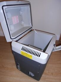 PORTABLE COOLER/HEATER BOX