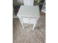 Shabby chic side/lamp table