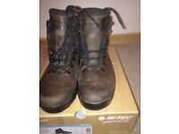 mens hiking boots size 11