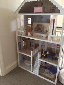 Beautiful Kidkraft dolls house