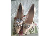 Nude heel shoes