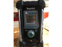 Makita FM radio bmr100 in good condition sounds really good