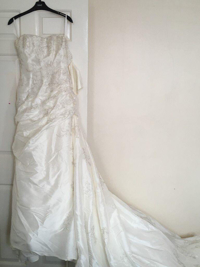 Stunning, unique ivory Mori Lee corset top wedding dress, size 8