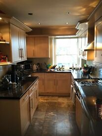 2 bed Flat Hanwel v close to all amenities