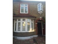 **3 BED – HOUSE * TO LET (Grangewood Avenue -Rainham , RM13 9PA ) **